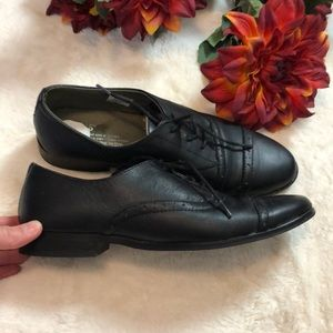 Tom's black leather oxford loafers